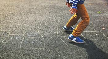 child_road_chalk_play