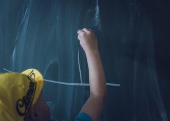 hand-read-board-underwater-blackboard-training-797673-pxhere.com (1)